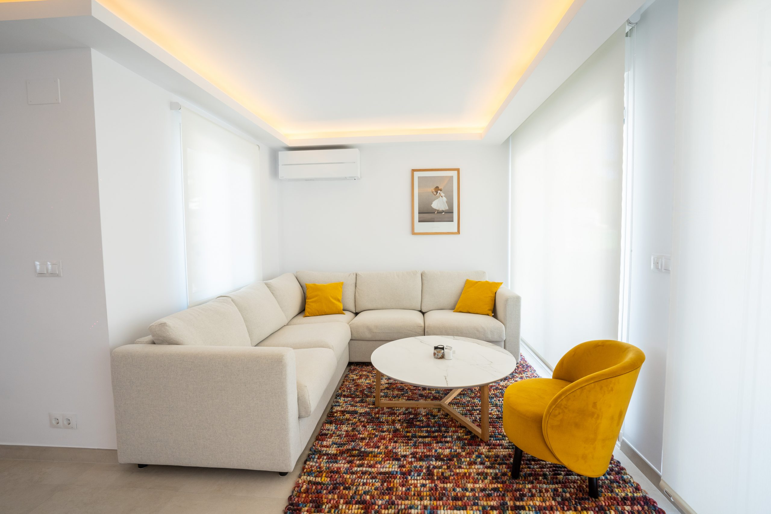 reforma salón villa con luminaria interior (1)