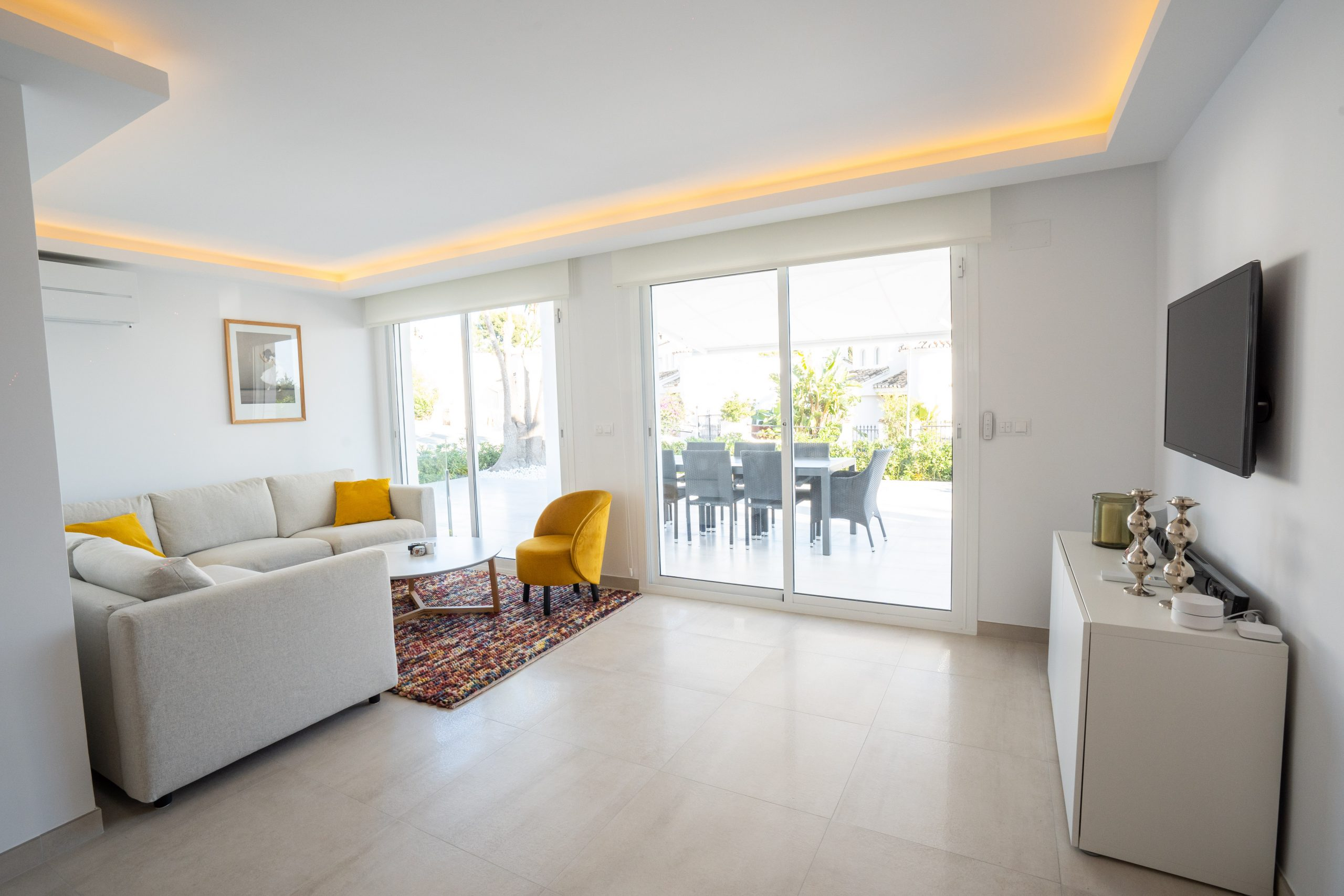 reforma salón villa con luminaria interior (3)
