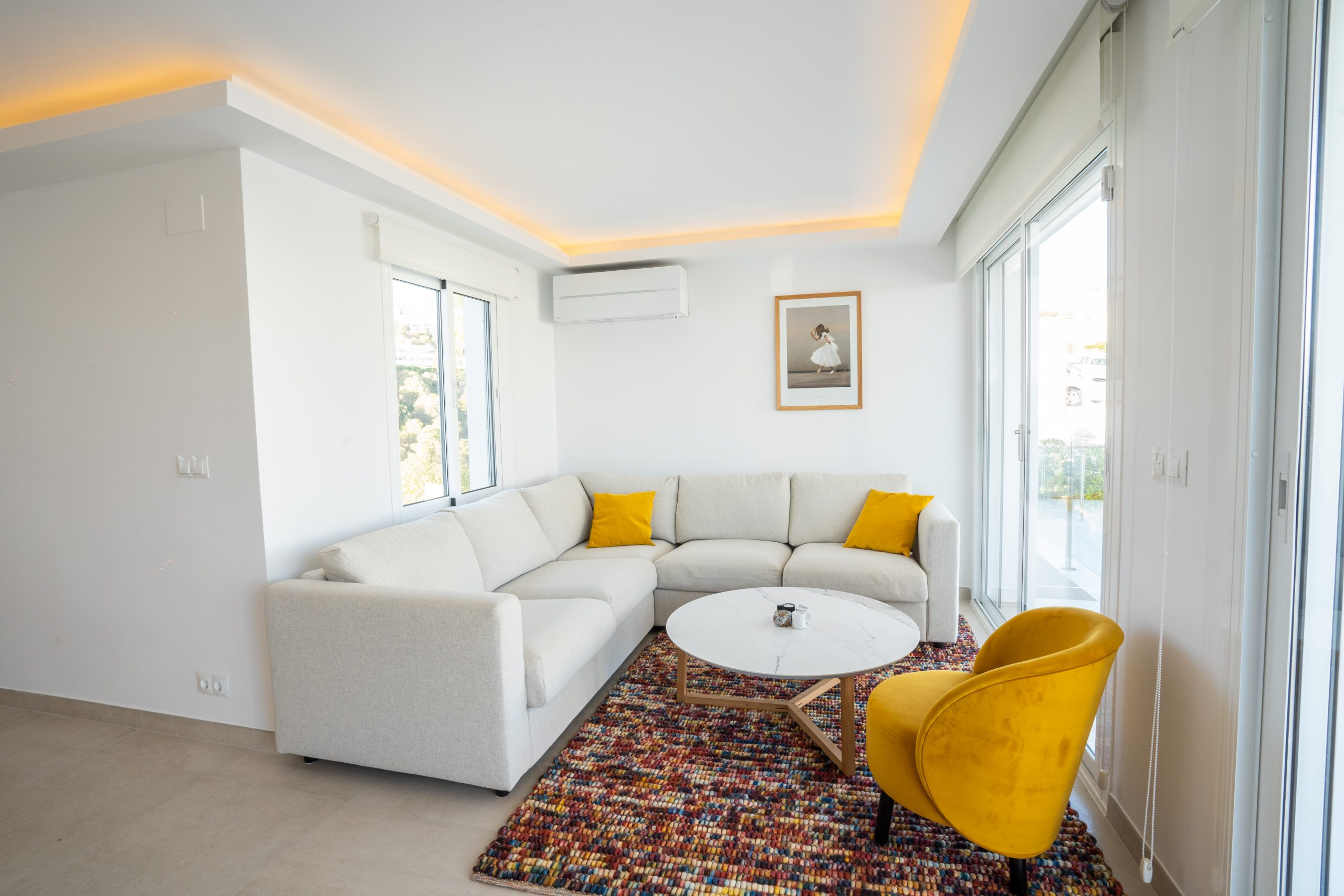 reforma salón villa con luminaria interior (4)